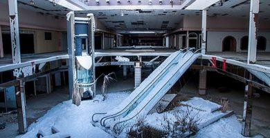 centro comercial abandonado